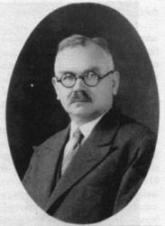 Antoni Ulandowski (1879-1939), sekretarz prokuratury, działacz niepodległościowy wiceburmistrz Chojnic, od 1922 do 1939 roku prezes Urzedniczej SM